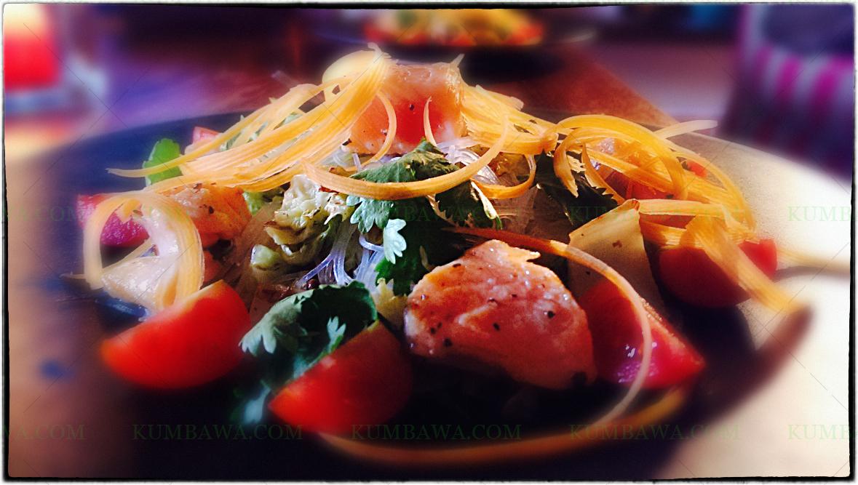 Filet De Saumon Mi-Cuit Salade Thaï Au Sésame Noir