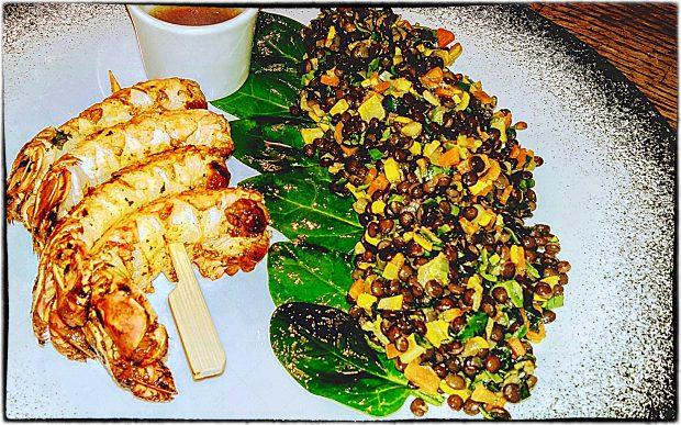 Lentilles Beluga Et Brochette De Langoustines